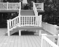 Làm cầu thang ngoài trời nên chọn vật liệu gì?