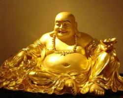Lý do nào khiến tượng Phật Di Lặc ôm vàng thường được đặt ở phòng khách?