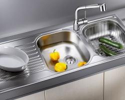 Vòi nước hướng về phía bếp là xung sát trong phong thủy